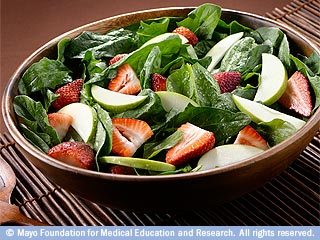 Spinach salad with fruit